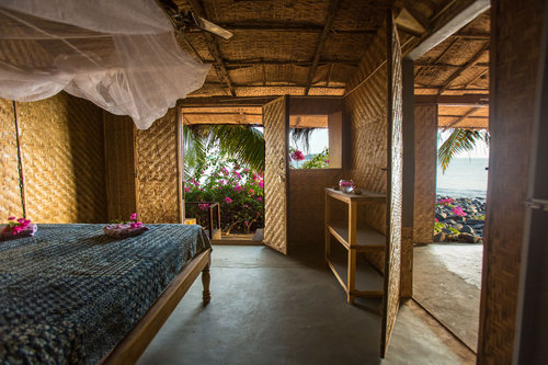 Hut+-+Bedroom+1.jpg