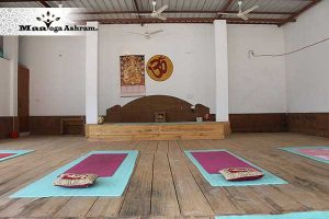 maa-yoga-ashram-yoga-hall.jpg
