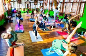 yoga-hall-in-rishikesh.jpg